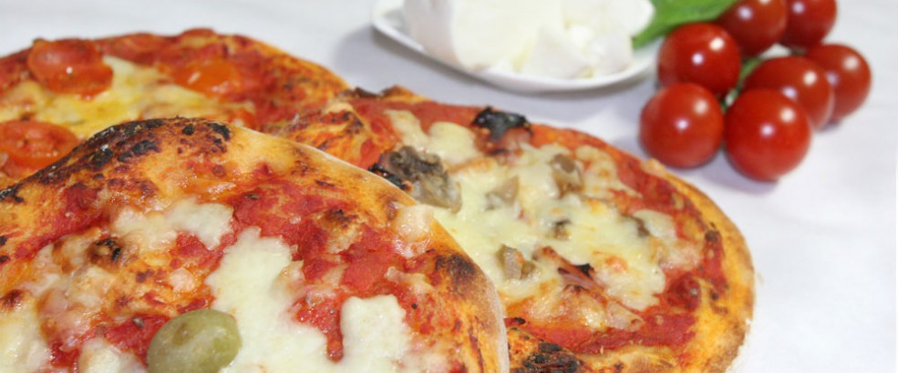 Pizza with mozzarella (cheese) and tomato